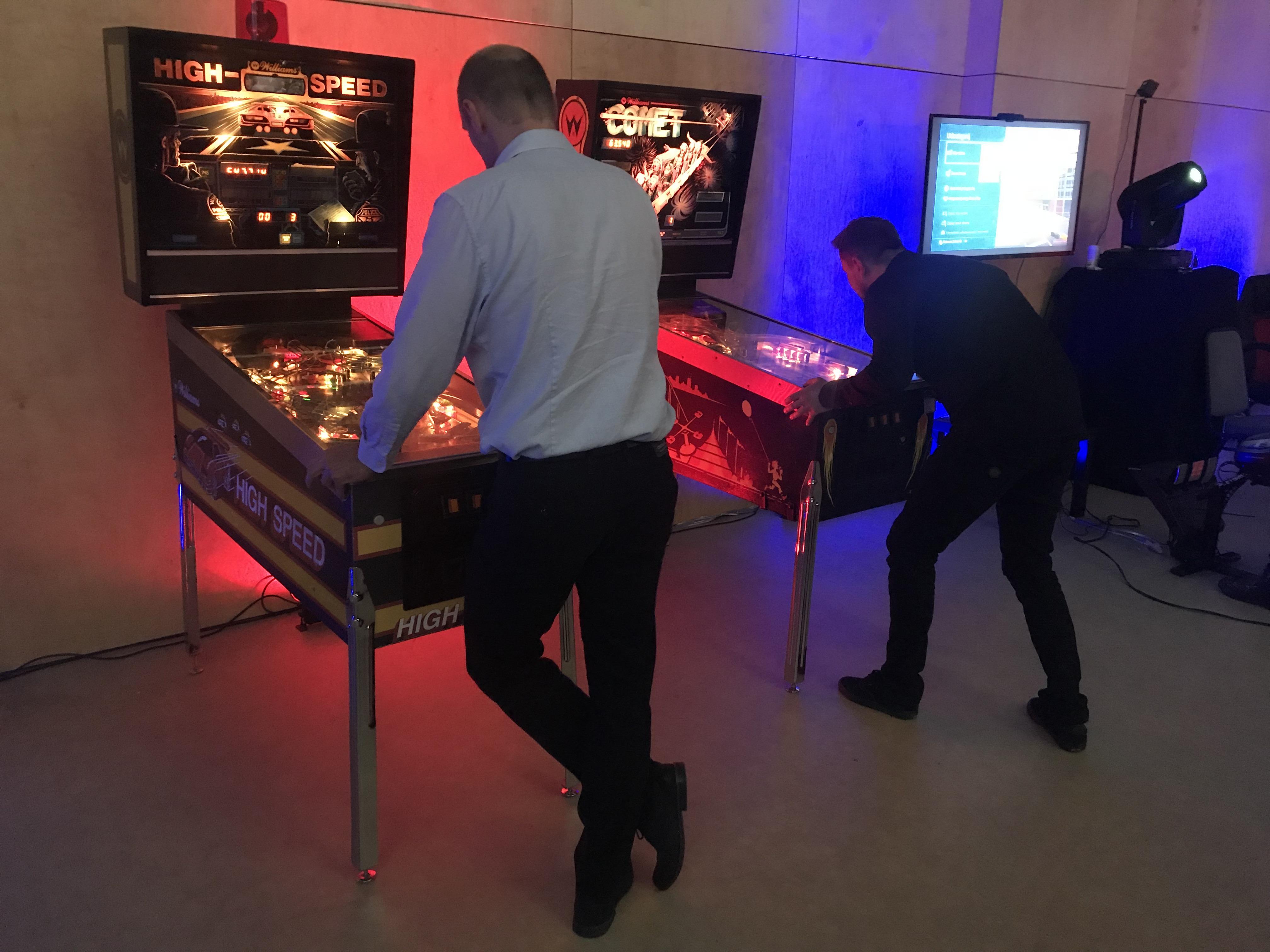 Atrakcje retro do wynajęcia – automaty arcade, pinball, flippery